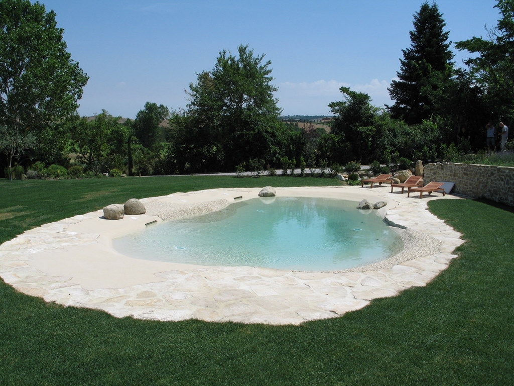 Piscina outdoor foto e proposte di design moderno - Secondo rivestimento poltronesofa prezzi ...